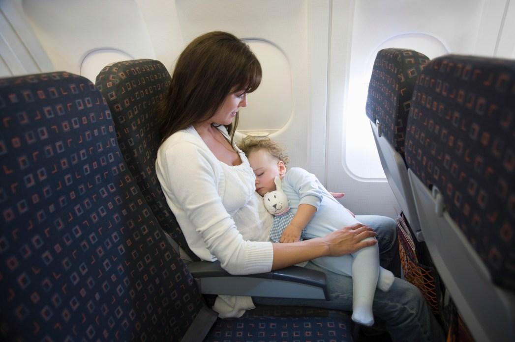 390e62dc105b2 Bebekle Uçak Yolculuğu Hakkında Pratik Bilgiler | Skyscanner Haberler