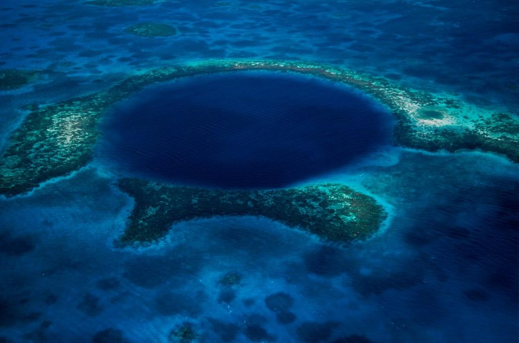 Belize Mavi Delik